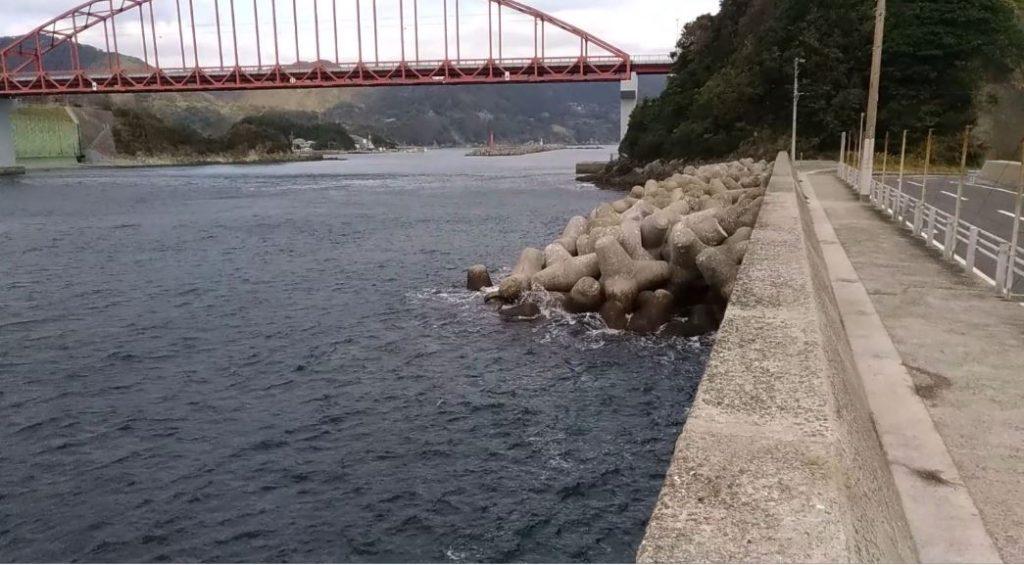 ショアジギングで12月にブリが釣れる釣り場!長崎市樺島漁港の大漁橋!